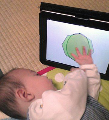 iPadの幼児アプリを使ってお勉強中です。