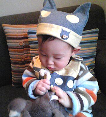 ママ特製の帽子&スタイ(キャッツヴァージョン)