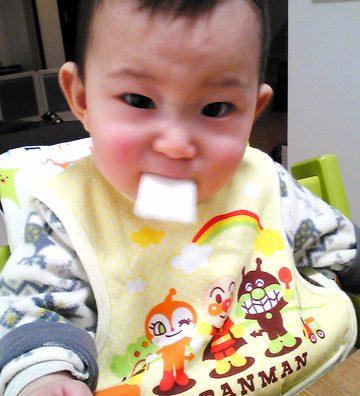 赤ちゃんせんべい食ったど!どやっ!