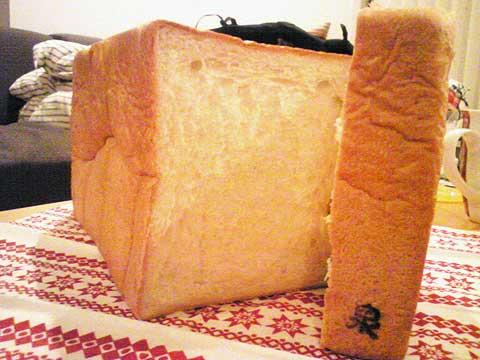 泉印のパンです
