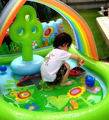 猛暑に負けるな!お庭プールで爽快!