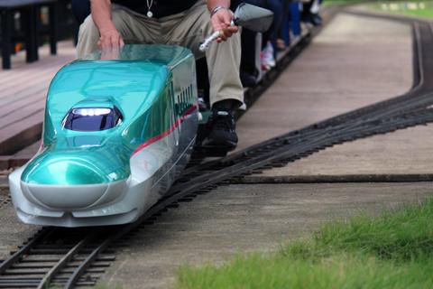 ハヤブサ電車