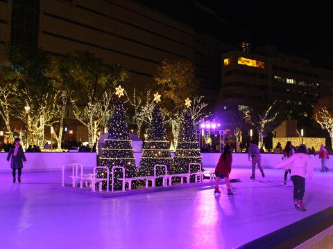 今年のクリスマスは、流山おおたかの森駅前にスケートリンクが登場!
