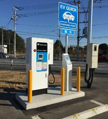 EV充電施設がコンビニに現れた。