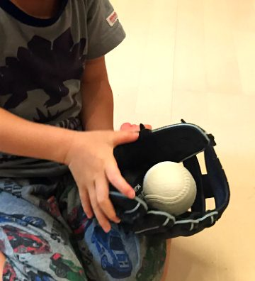 スポーツDEPOで野球グローブ購入。元プロ野球選手による「野球教室」も開催中。