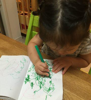 「うん、トトロだよ!」娘ちゃんのお絵描教室。