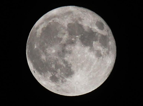 おおたかの森センターの天体望遠鏡で星と月の観測会。