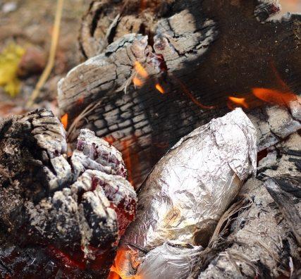 楽しい・美味しい体験「サツマイモ掘り&焼き芋」に行ってきました。