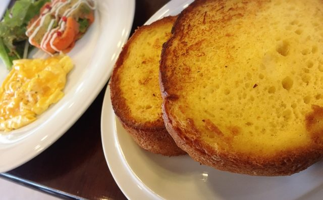こだわりのフレンチトーストが美味しい。「BABU de BABU cafe」。