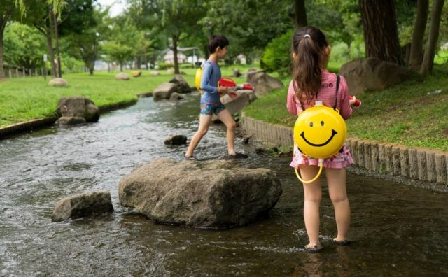 残暑厳し~い「野々下水辺公園」で水遊び。