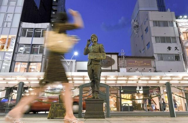 銅像パフォーマー
