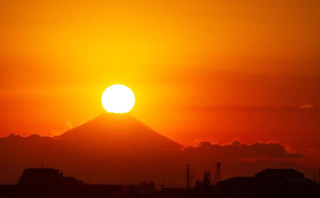 江戸川土手から「ダイヤモンド富士」。