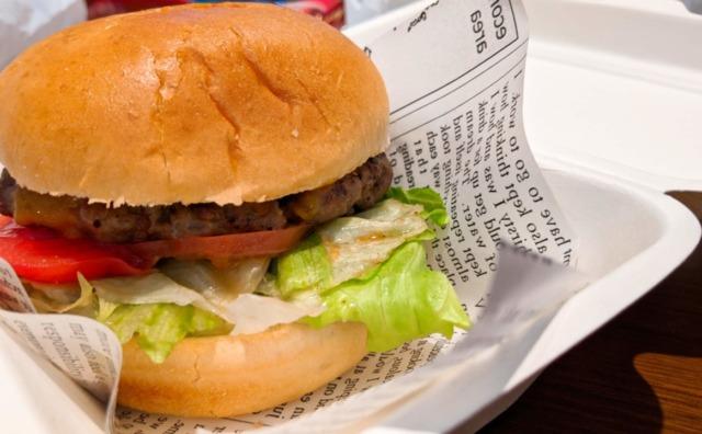 肉汁ジュワ~ 『ワインとタパス PORTA』でハンバーガーテイクアウト。