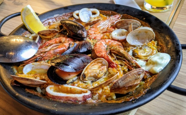 「魚介のワイン酒場 VIGO おおたかの森」で本格スペイン料理を堪能。